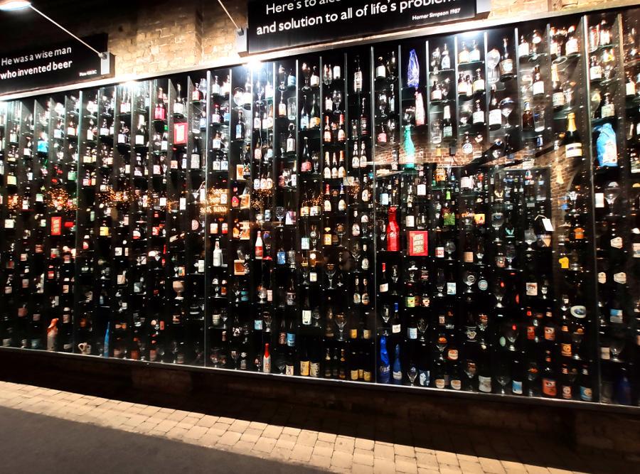 Muro de cervezas brujas bélgica