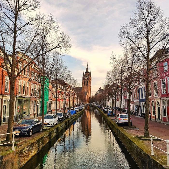 oude kerk delft canal